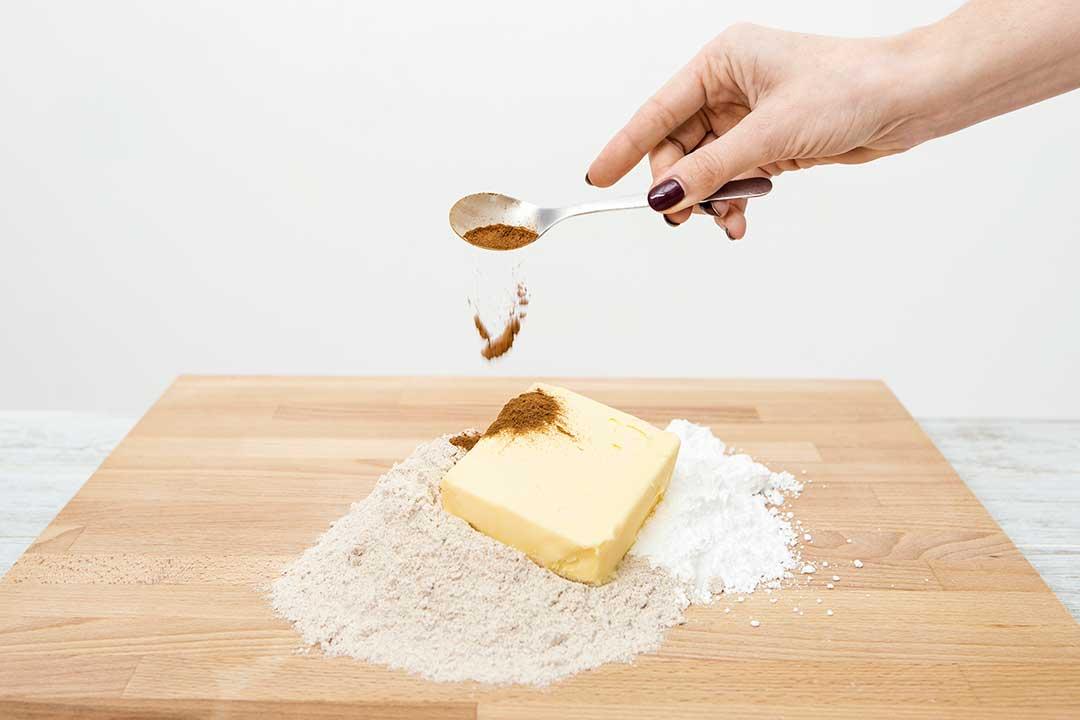 Upiecz kruche ciasteczka korzenne
