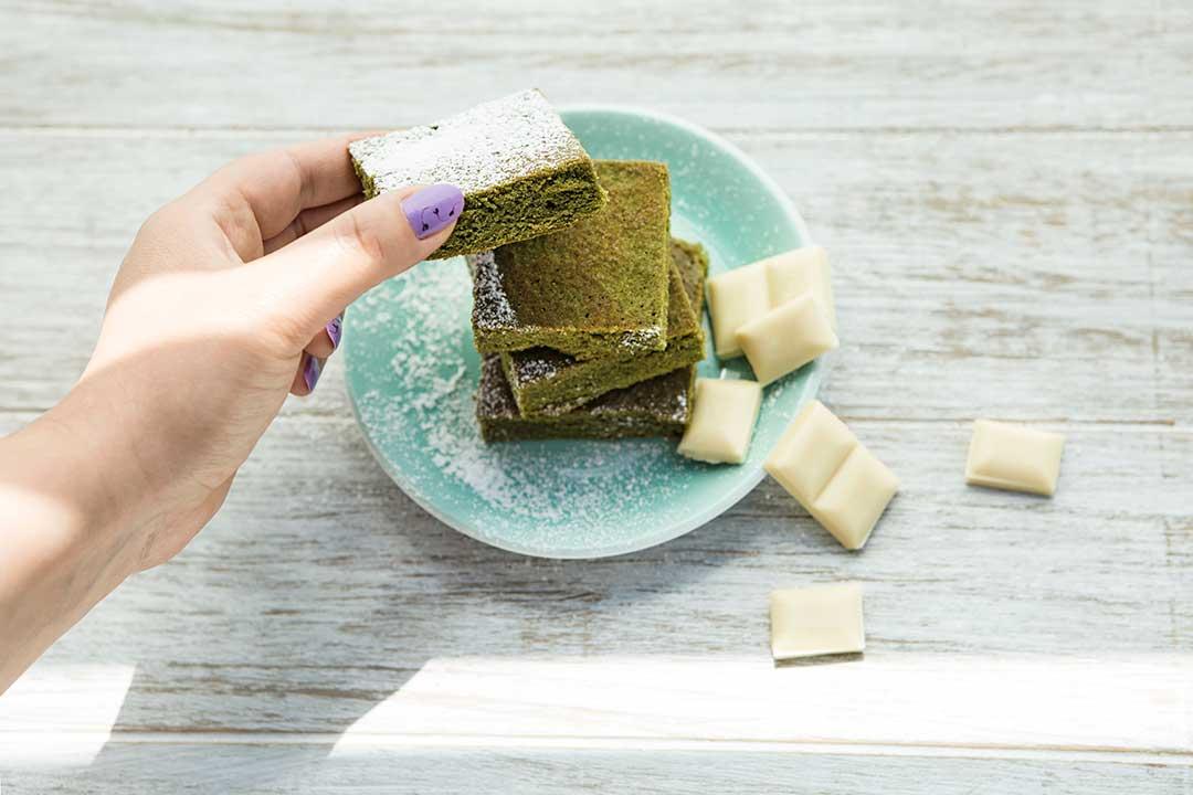 Upiecz zielone ciasto zmatcha