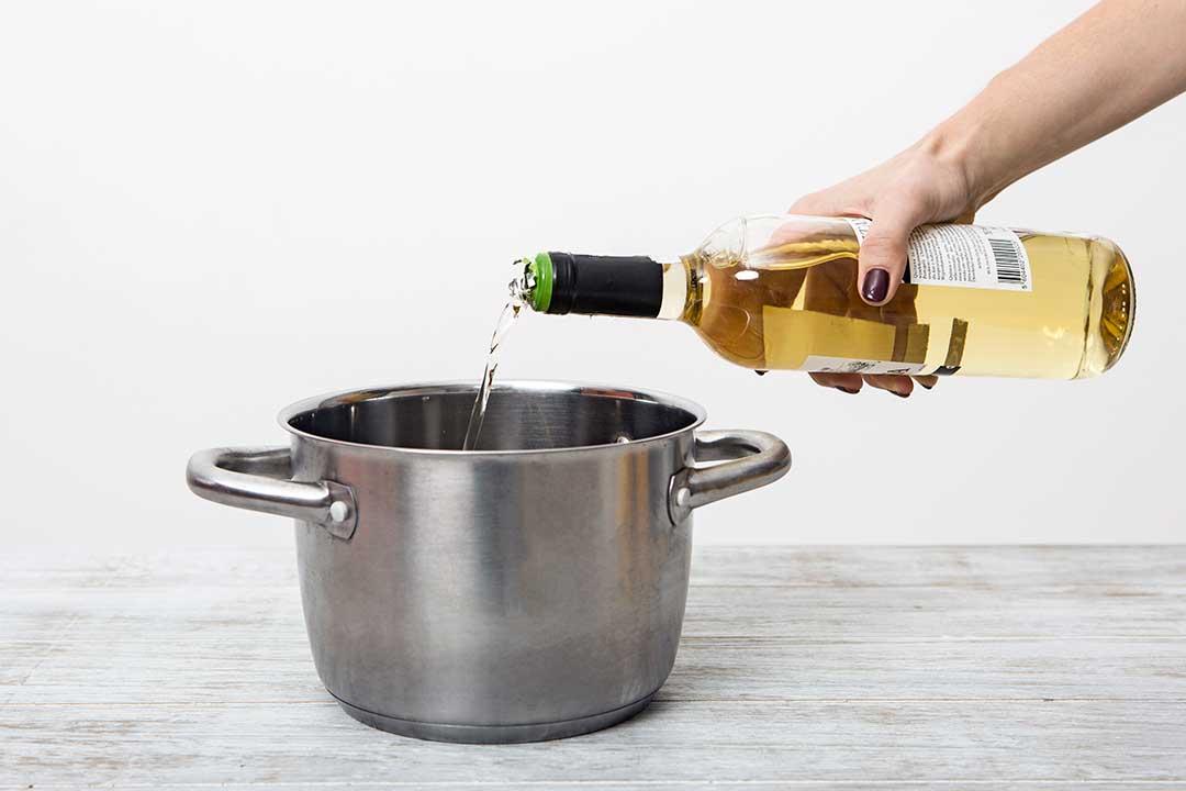 Zrób grzańca zbiałego wina