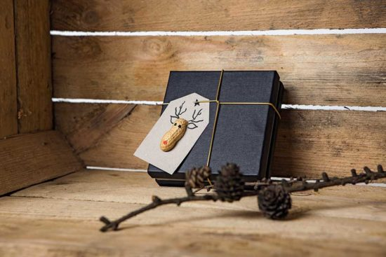 Zrób etykietę na prezent z reniferem z fistaszka