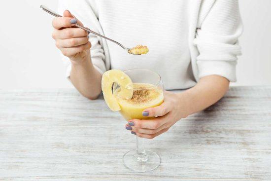 Zrób smoothie z melona, ananasa, bananów i imbiru