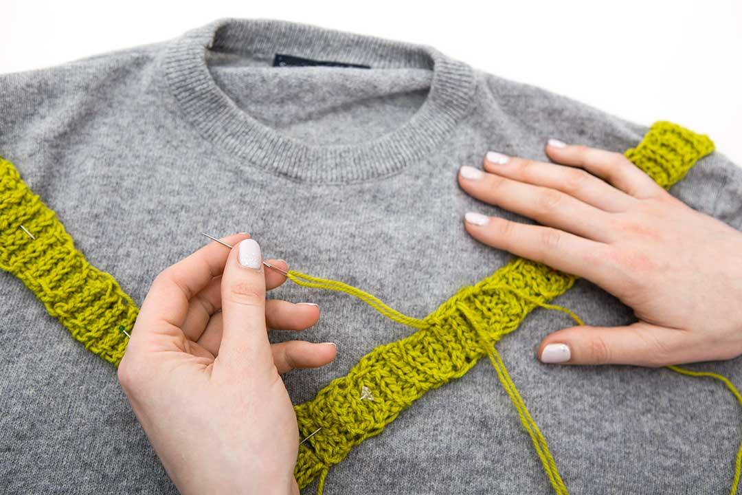 Żyj pięknie - Ozdób karczek swetra szydełkowaną plisą zchwościkami