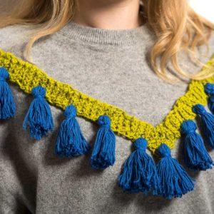Żyj pięknie - Ozdób karczek swetra szydełkowaną plisą z chwościkami