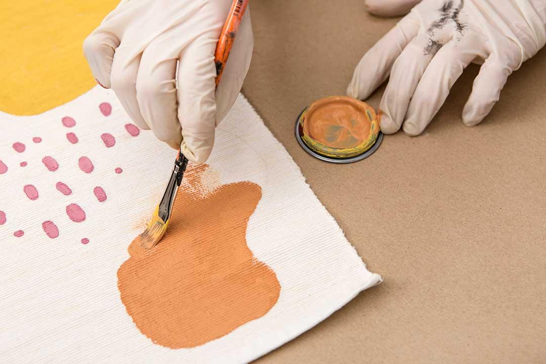 Żyj pięknie - Ozdób podkładkę nastół farbami Chalk Paint™ odAnnie Sloan