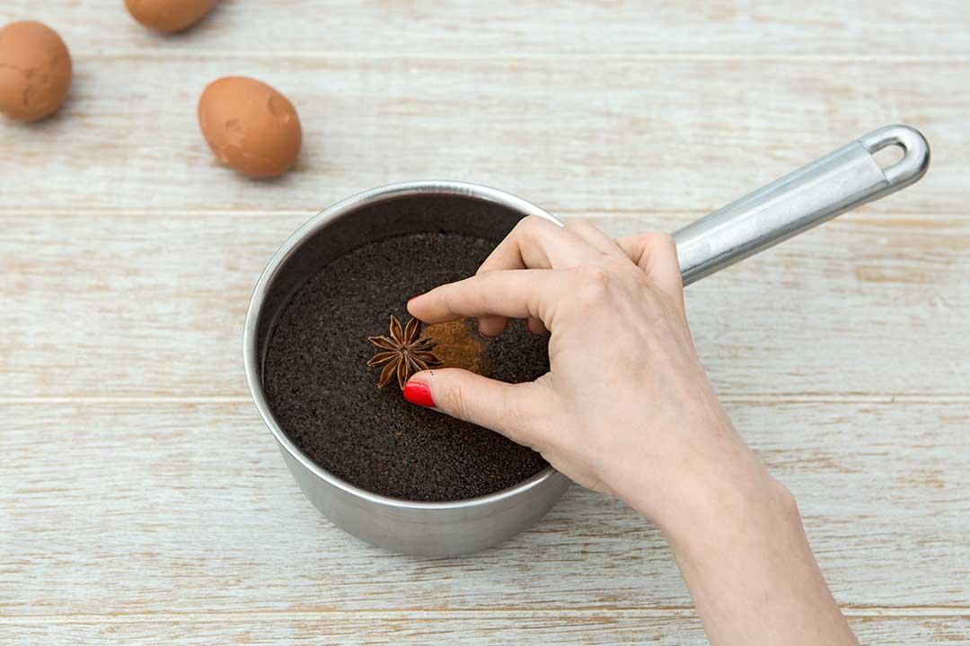 Przygotuj chińskie jajka marmurkowe