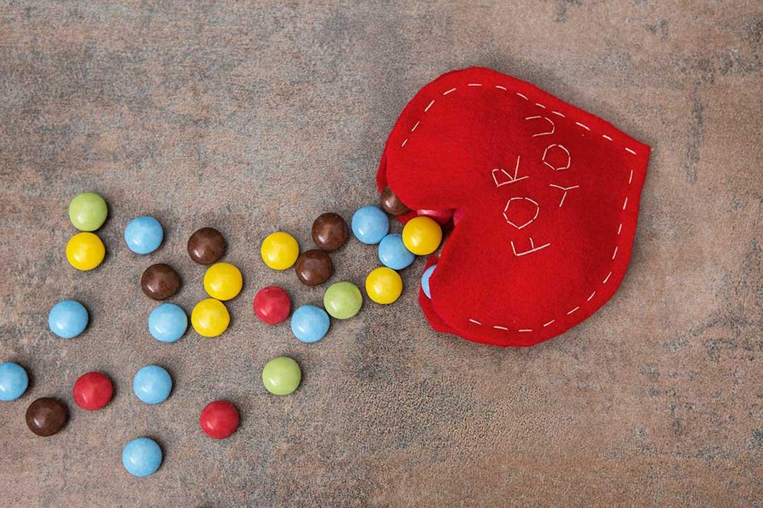 Uszyj kieszonkę wkształcie serca nawalentynkowe słodycze