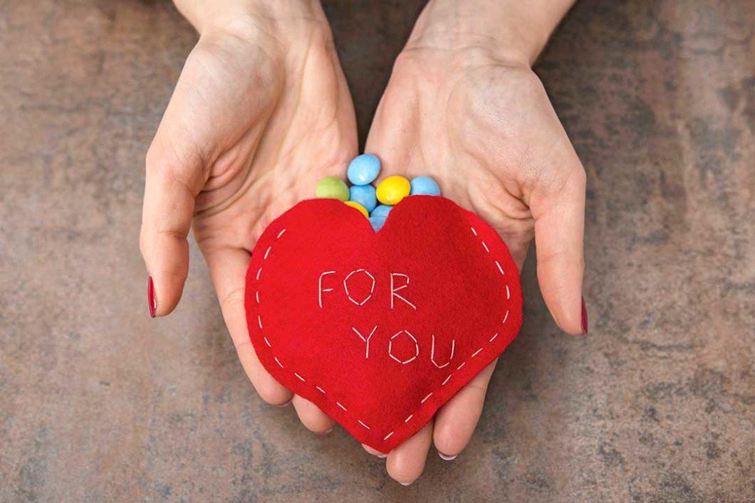 Uszyj kieszonkę w kształcie serca na walentynkowe słodycze