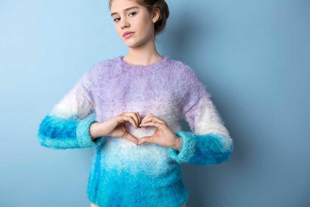 Żyj pięknie - Ozdób sweter z efektem ombre