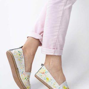 Żyj pięknie - Pochlap buty kolorową farbą
