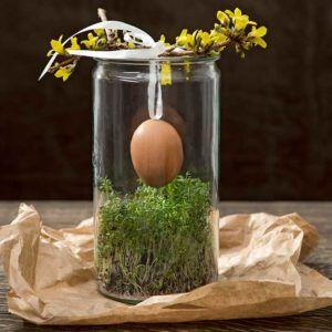 Zrób ozdobę na wielkanocny stół ze zwykłego słoika, rzeżuchy i wydmuszki