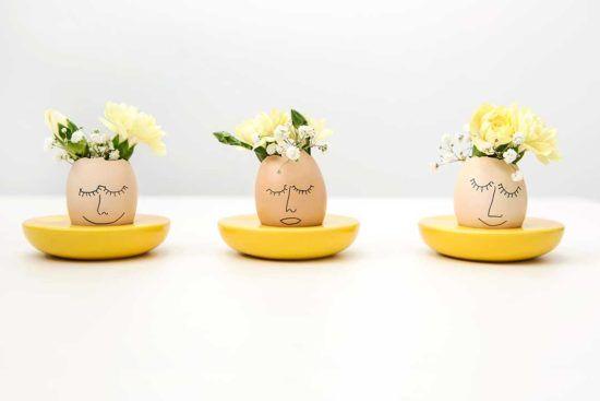 Zrób z wydmuszek mini wazoniki na kwiaty