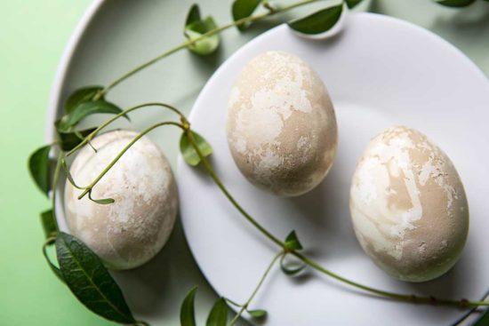 Żyj pięknie - Umaluj jajka w szpinaku