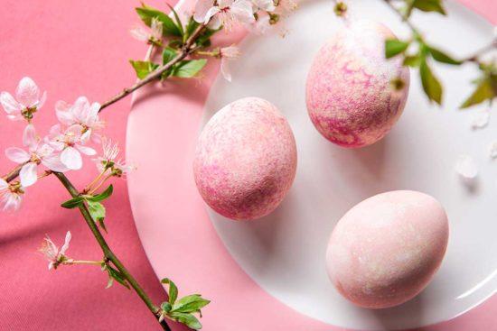 Żyj pięknie - Farbujemy jajka burakiem