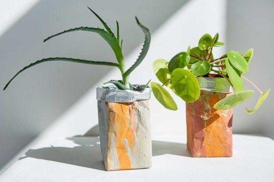 Żyj pięknie - Zrób wodoodporne osłonki na doniczki z kartonu po soku