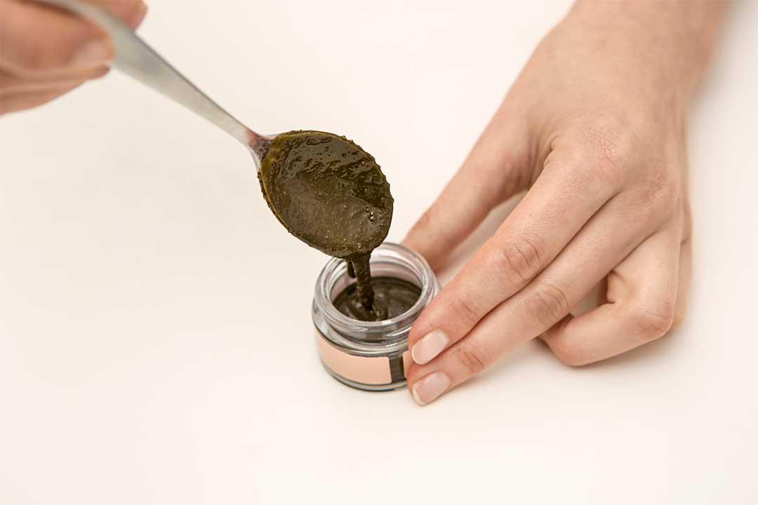Żyj pięknie - Zrób maseczkę zmatcha, oleju kokosowego icukru trzcinowego