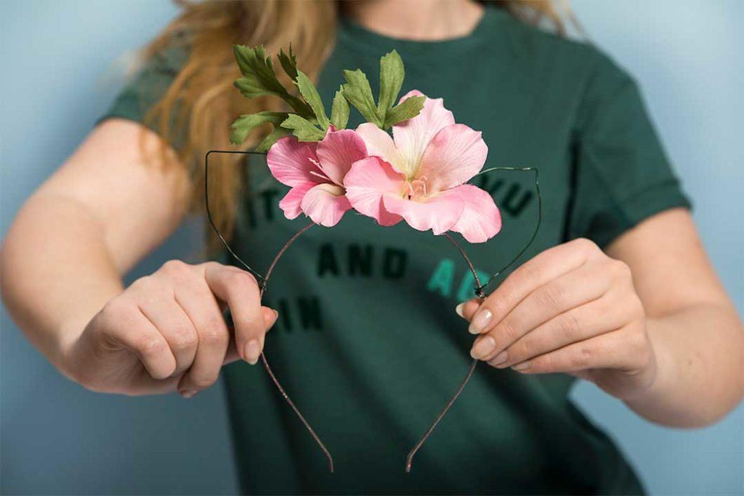 Żyj pięknie - Zrób opaskę kocimi uszami i kwiatami