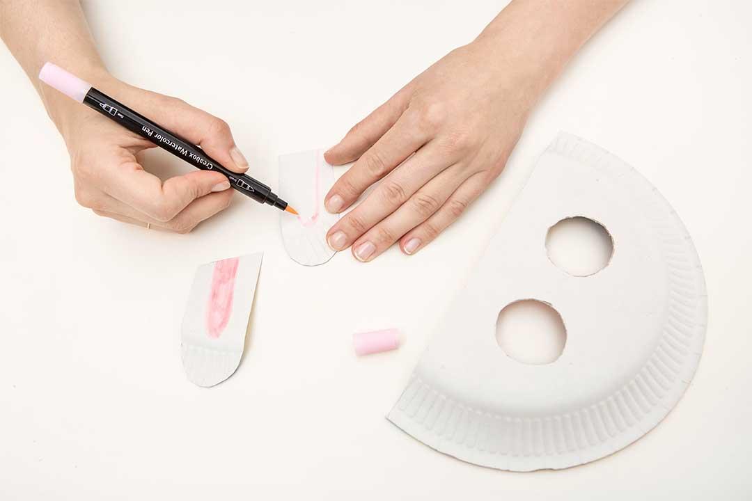 Żyj pięknie - Zrób zdziećmi maskę króliczka ikosmity zpapierowych talerzyków