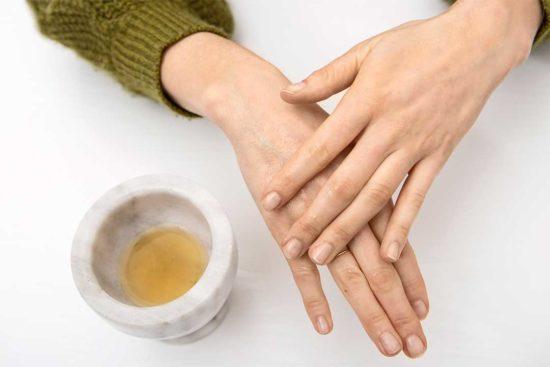Żyj pięknie - Przygotuj nawilżający kompres na skórę z aloesu i miodu
