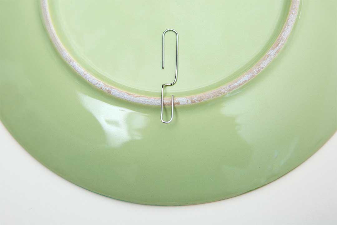 Żyj pięknie - Ścienna dekoracja zezniszczonych talerzy