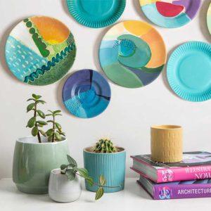 Żyj pięknie - Ścienna dekoracja ze zniszczonych talerzy